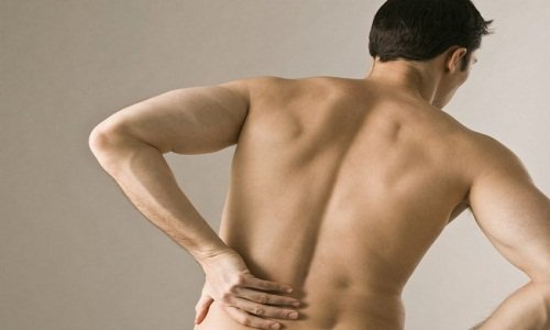 What are the symptoms of cancer in the lower back?